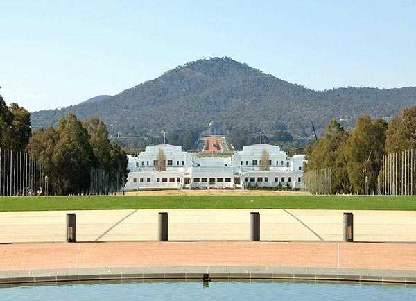 3- متحف الديمقراطية الأسترالية داخل مبنى البرلمان القديم :