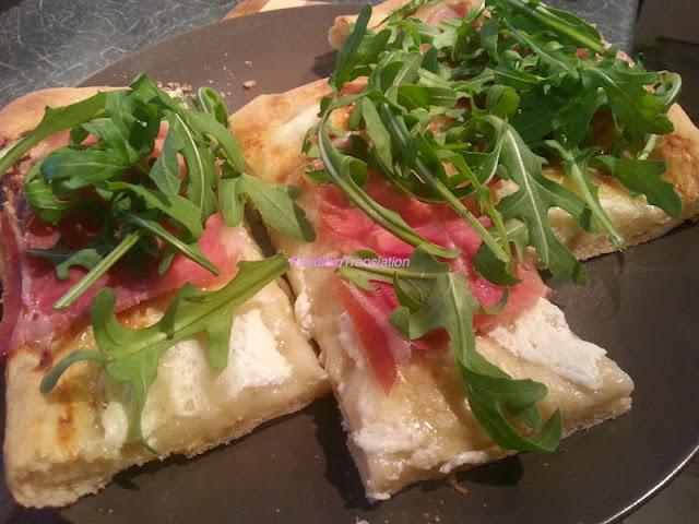La rubrica del lunedì: pizza stracchino, rucola e prosciutto - Monday's Page: Stracchino, arugula and Parma ham pizza