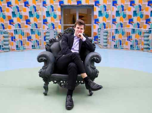 Un fauteuil pour trois. Magnus Carlsen a marqué les esprits en gagnant hier une finale face à Wesley So - Photo © Alina L'Ami