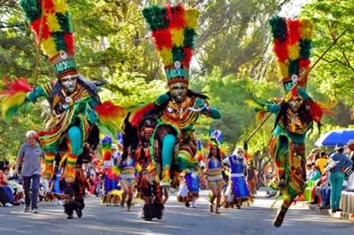 Oruro anuncia Entrada Folklórica Cultural Universitaria el 8 de octubre