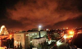 Συρία: Η Δαμασκός καταγγέλλει «τη βάρβαρη και βάναυση επίθεση» των Δυτικών