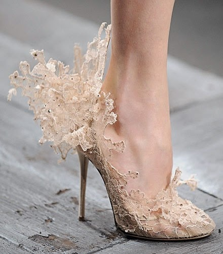 Five Steps to Help You Choose Beautiful and Comfortable Wedding Shoes