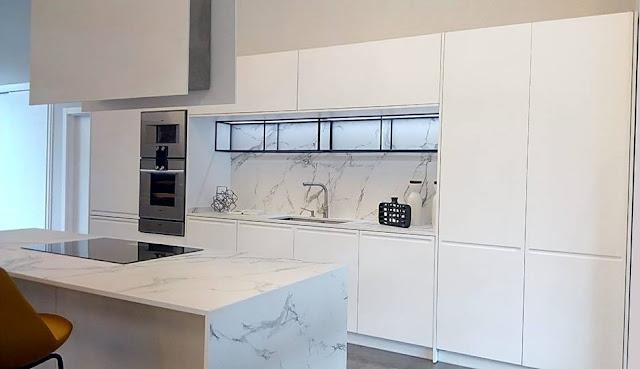 cocina-blanca-con-isla-IDEEFORM-deltacocinas-01