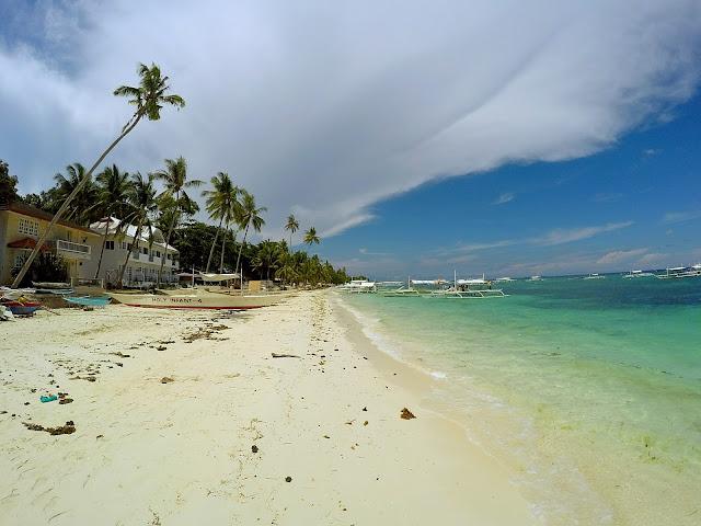 alona beach que hacer