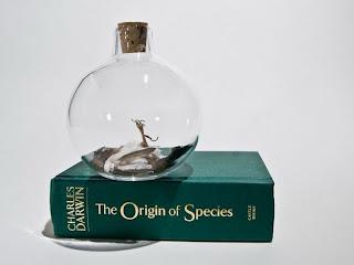 Arte y botella de vidrio