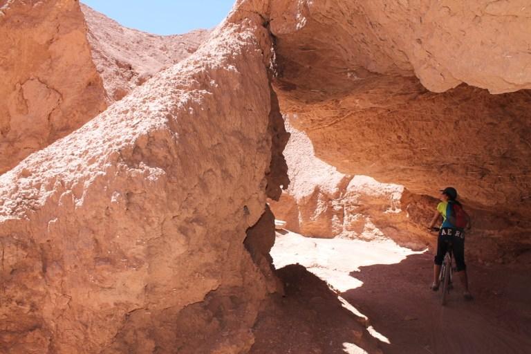 Andar de bicicleta no Atacama