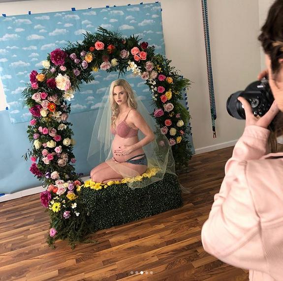 Meghan-King-Edmonds-recreates-Beyonces-pregnancy-shoot-3