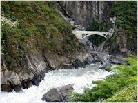 โตรกเสือกระโจน (Tiger Leaping Gorge)