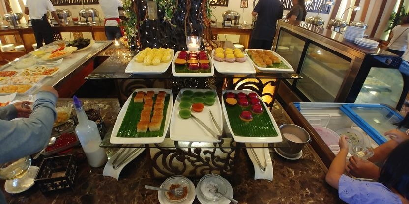 The dessert section of RSM Lutong Bahay buffet restaurant in Tagaytay