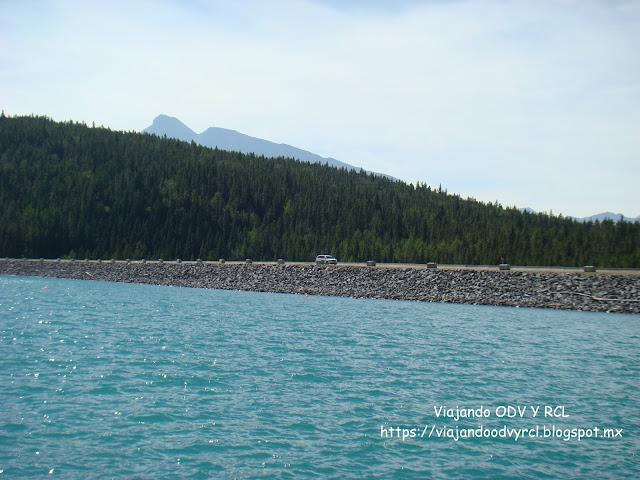 Lago Minnewanka. Banff. Montañas Rocosas Canadienses