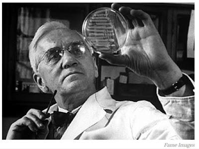Kháng sinh là những chất do vi sinh vật tiết ra hoặc những chất hóa học bán tổng hợp, tổng hợp với nồng độ rất thấp, có khả năng đặc hiệu kìm hãm sự phát triển hoặc tiêu diệt được vi khuẩn