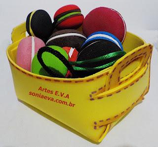 Cesta desmontável  e macarons de EVA