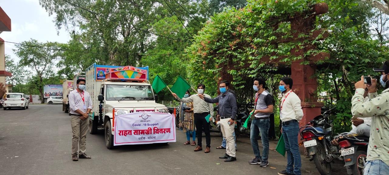 Jhabua News- 4300 परिवारों तक राहत सामग्री पहुंचाएंगा एजुकेट गर्ल्स, सहायक कलेक्टर ने हरी झंडी दिखाकर वाहन किए रवाना