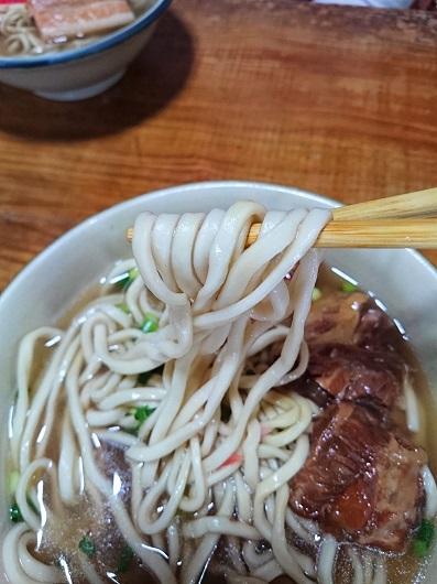 ソーキ(軟骨)すばの麺の写真