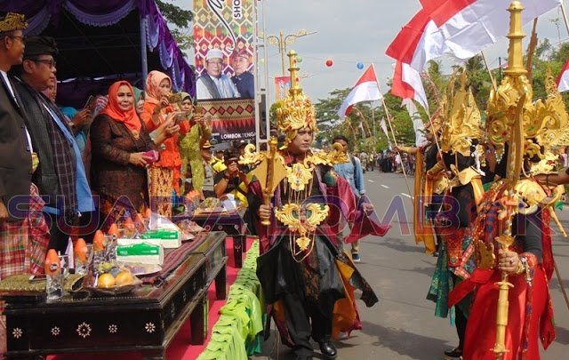 Karnaval HUT Loteng Tonjolkan Persatuan dalam Keragaman
