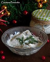 http://czerrrwonaporzeczka.blogspot.com/2015/12/sledzie-w-sosie-jogurtowo-koperkowym.html