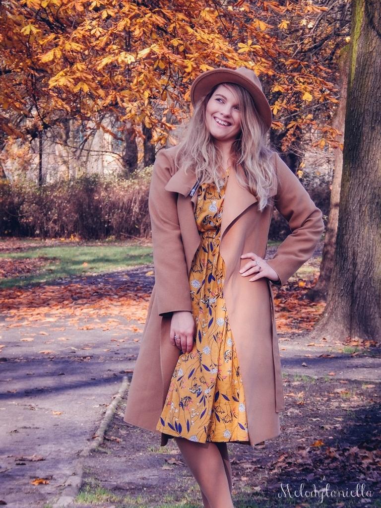 2 beżowy wiązany płaszcz na jesień wiosnę zimę beżowy kapelusz jak nosić kapelusz sukienka na jesień żółta w kwiaty zegarek daniel wellington kod rabatowy promocje rosegal zaful opinie moda fashion blogerka łódź