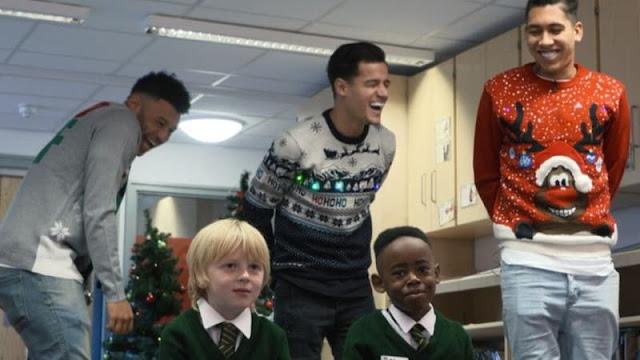 Menghibur Anak-anak, Merayakan Natal ala Pemain Liverpool