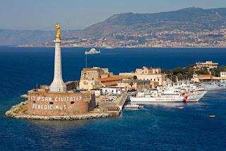 Sbarco migranti nel porto di Messina