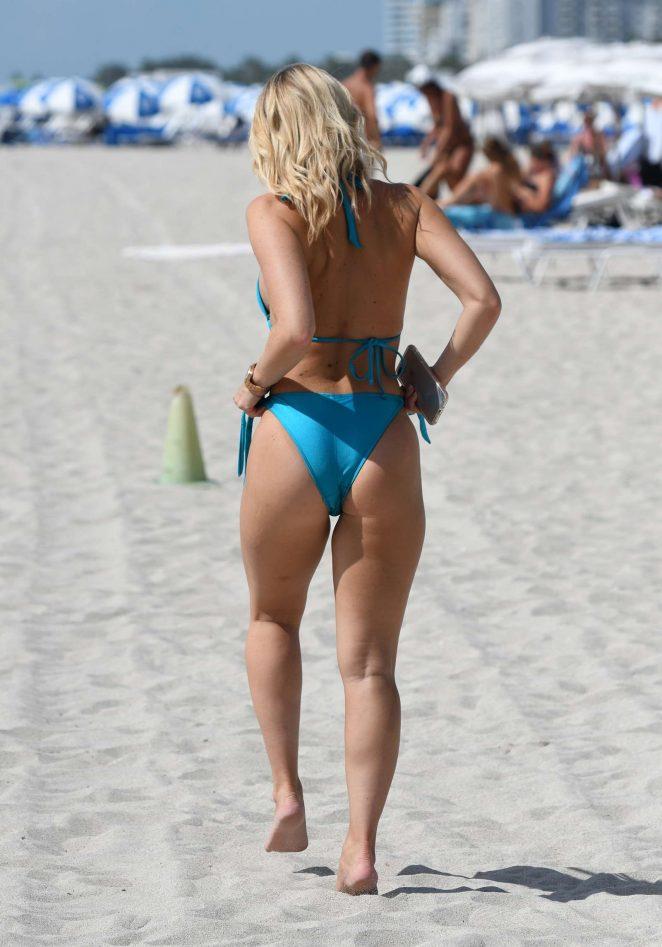 Деніелл Армстронг на пляжі в Маямі.
