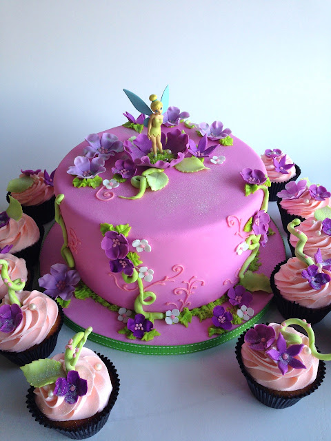 Rozanne's Cakes: Tinkerbell cake and cupcakes
