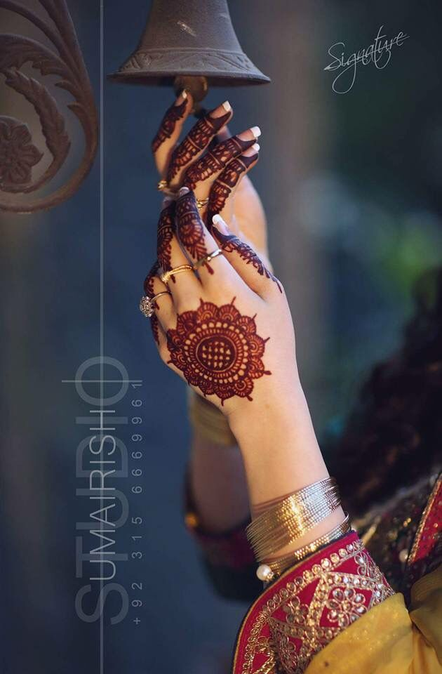 Stylish girl mehndi hands dp for facebook - Sari Info