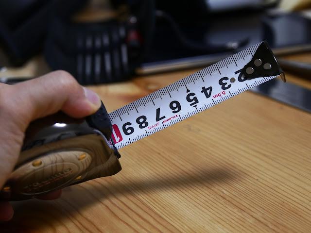 まさに男のメジャー!色はガンクロ、355gの最高級コンベックス アルミニストロック測定工具メジャーをレビュー