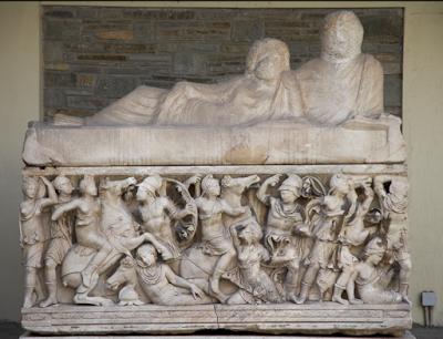 Η Ελλάδα, μια Aθηναία με ιδιαίτερο όνομα «κλεισμένη» σε ογκώδη ρωμαϊκή σαρκοφάγο
