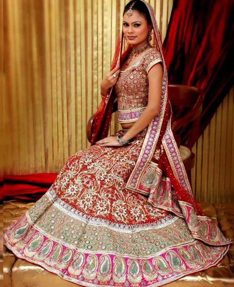 gaun pengantin muslim ala india