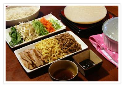 http://weeknitemeals.wordpress.com/2012/05/01/roll-your-own-spring-rolls/