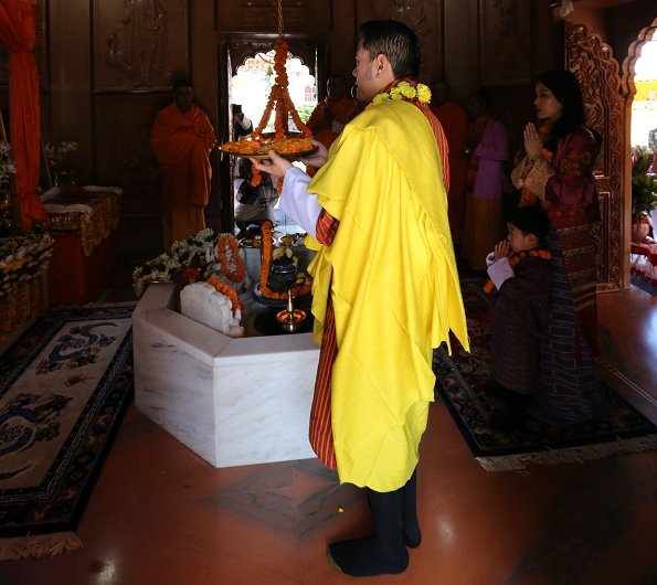 King Jigme Khesar Namgyel, Queen Jetsun Pema and Crown Prince Jigme Namgyel visited the Samtse Temple