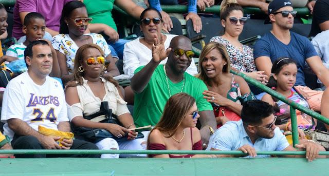 José Ariel Contreras volvió a visitar Cuba y entre otras cosas pasó por el estadio Latinoamericano