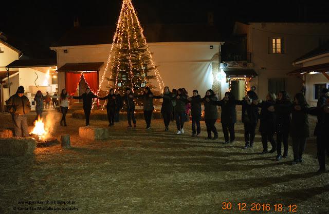 """Ο Μορφωτικός Πολιτιστικός Σύλλογος Π. Κεραμιδίου """"Μ. Αλέξανδρος"""" στο Χριστουγεννιάτικο Χωριό του Κόσμου. (ΒΙΝΤΕΟ)"""