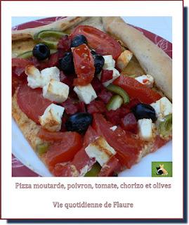 Vie quotidienne de FLaure : Pizza moutarde, poivron, tomate, chorizo et olives