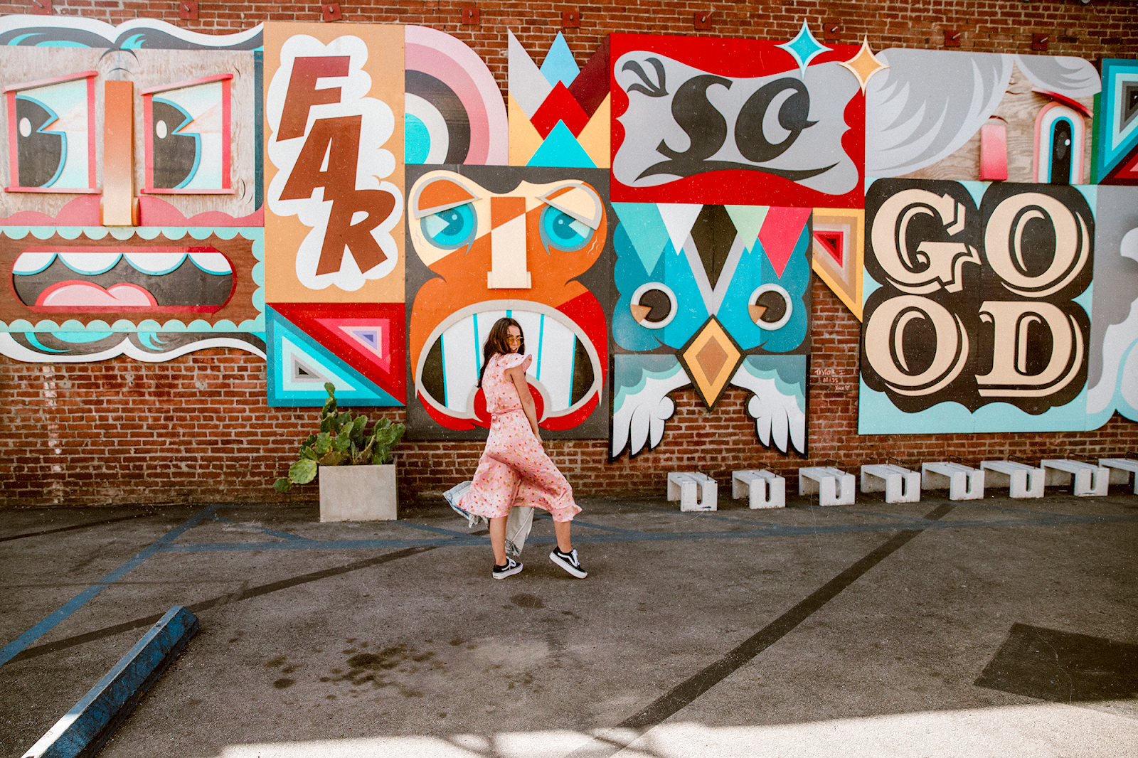 rag and bone mural on abbot kinney, venice california, shelly stuckman, arizona girl, westmoon la, vans, zara denim jacket, yellow glasses urban outfitters, old skool platform vans, journeys