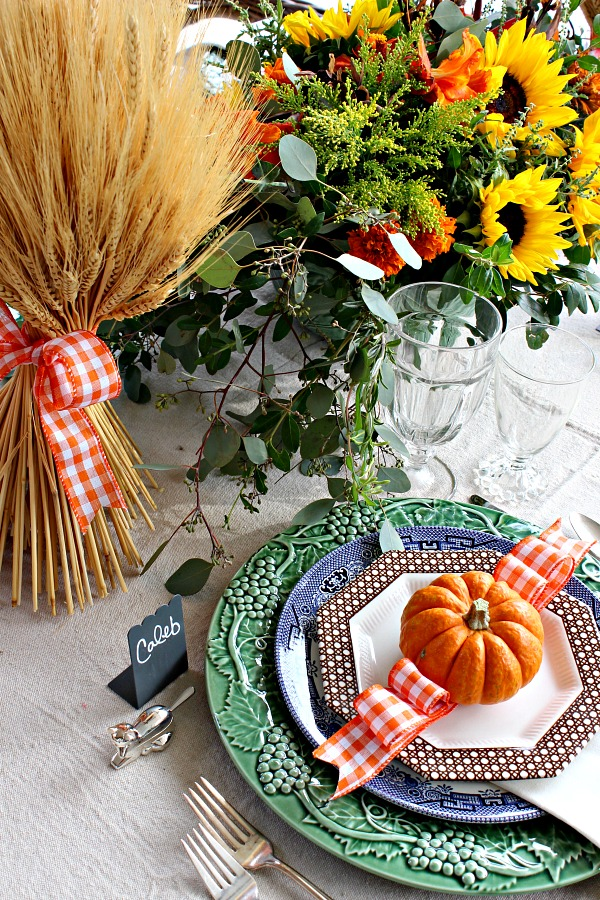 fall table setting ideas, thanksgiving table, thanksgiving place setting, fall centerpiece
