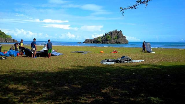 Pulau yang terlihat jelas di paro cut baech
