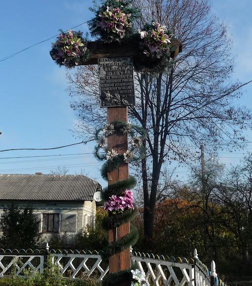 Тяпче. Крест возле часовни