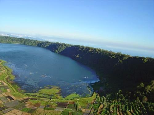 Danau Buyan Bedugul bali