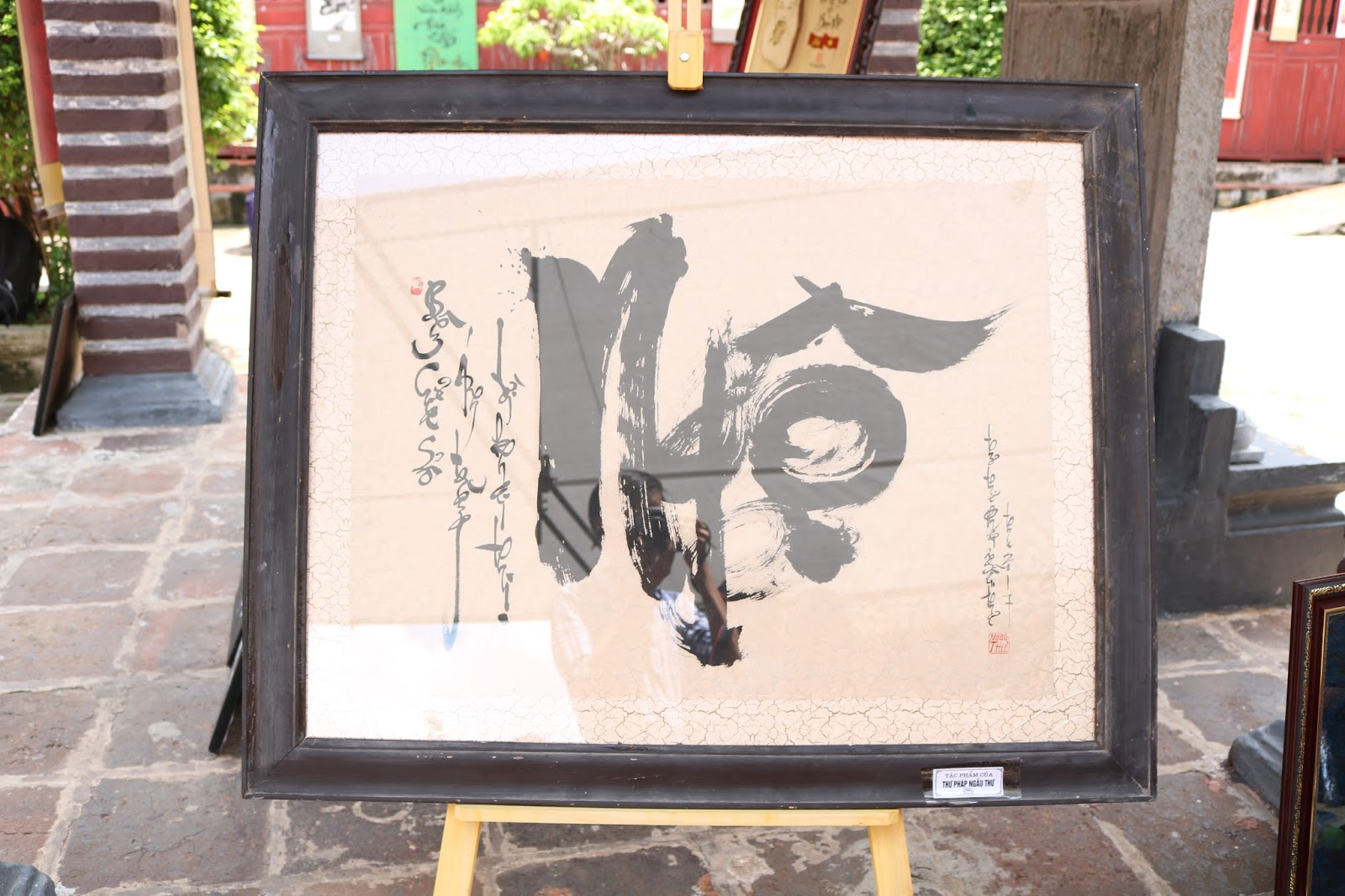 Tranh thư pháp được trưng bày