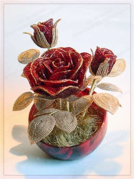 композиция роз из бисера