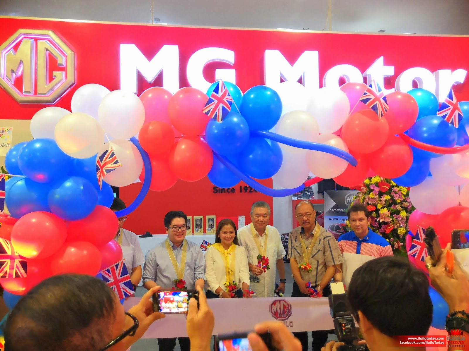 Ceremonial ribbon-cutting at SM City Iloilo satellite showroom.