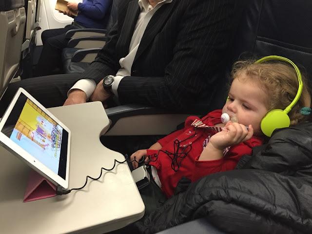 Crianças no avião para Amsterdã - Roterdã