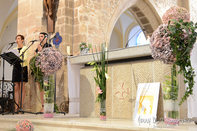 photos déco fleurs hortensias dans l'église mariage