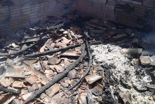 Homem põe fogo em casa de mulher