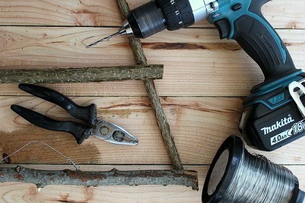 tools needed to make an alternative christmas trr