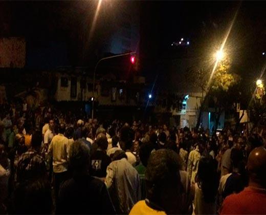 ¡ARDE LA CALLE! Ciudadanos salieron a protestar en la Av Baralt y el gobierno envió a los colevtivos a reprimir (+Video)