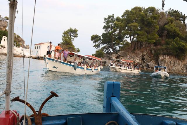 Πρέβεζα: Με Βάρκες Η Εικόνα Της Παναγιάς Στο Νησάκι Της Πάργας...