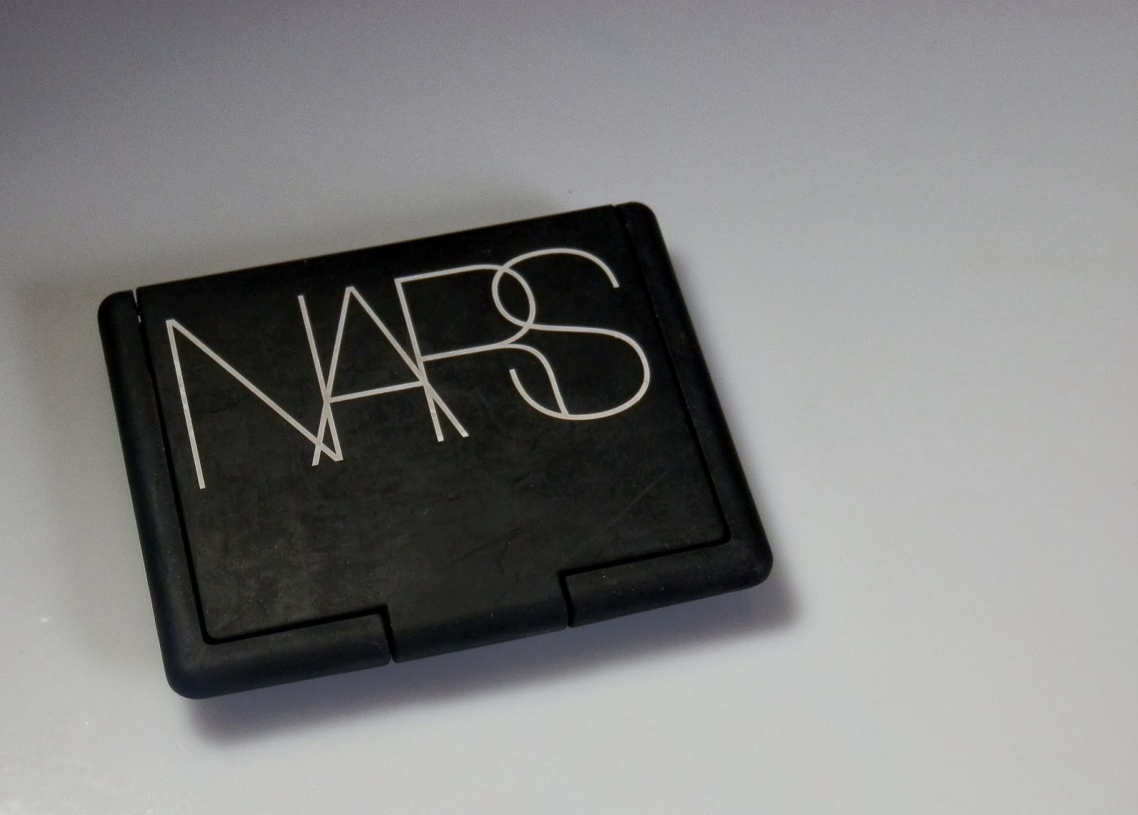 NARS Outlaw Blush Review, Photos, Swatches