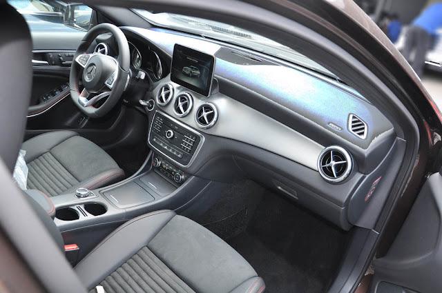 Bảng taplo Mercedes GLA 250 4MATIC 2017 thiết kế thể thao nổi bật